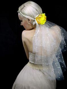 Headband com Véu e Flores Amarelas | Bazar da Kah | Elo7