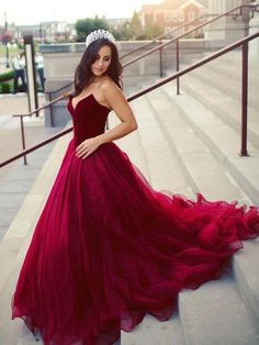 Unique Tulle Sweetheart Neckline Chapel Train Ball Gown Prom Dresses With Pleats