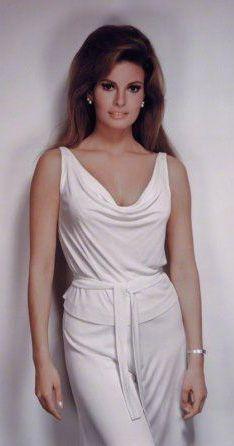 Raquel Welch - most beautiful hollywood actresses Rita Hayworth, Raquel Welch 1960s, Most Beautiful Women, Beautiful People, Gorgeous Latina, Hello Gorgeous, Audrey Hepburn, Rachel Welch, Sophia Loren
