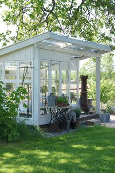 Are you planing make some a backyard shed? Here we present it to you 50 Best Stunning Backyard Storage Shed Design and Decor Ideas. Outdoor Rooms, Outdoor Gardens, Outdoor Living, Garden Buildings, Garden Structures, Backyard Storage Sheds, Gazebos, Greenhouse Shed, Window Greenhouse