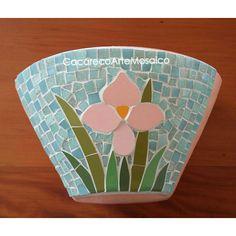 Mosaic Planters, Mosaic Flower Pots, Mosaic Garden, Decorated Flower Pots, Painted Flower Pots, Painted Pots, Opus Vermiculatum, Mosaic Stepping Stones, Pebble Mosaic