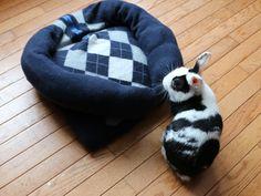 DIY Second-Life Sweater Pet Bed