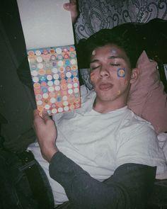 Tumblr Grunge Boy Gay Aesthetic, Aesthetic Grunge, Pretty Boys, Cute Boys, People's Friend, Grunge Boy, Insta Photo Ideas, Tumblr Boys, Foto Pose