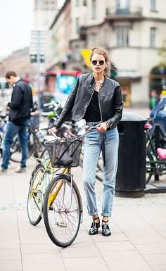 Stylish bike riding outfit: leather jacket + rolled jeans + strappy boots.