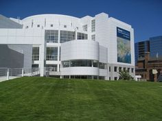 Richard Meyer architect - High Museum of Art in Atlanta Visit Atlanta, Atlanta Art, Atlanta Georgia, Richard Meier, High Museum Atlanta, Archi Images, White Building, Cheap Travel, Modern Architecture