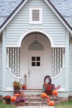 Love this festive ‪#‎fall‬ porch? See more in our Autumn in the South special issue that hit newsstands this week! ‪#‎PorchPictureThursday‬