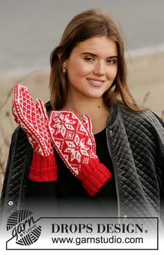 Christmas Claps - Knitted mittens with Nordic pattern for Christmas in DROPS Karisma. Knitted Mittens Pattern, Fair Isle Knitting Patterns, Crochet Mittens, Knit Or Crochet, Knitting Socks, Free Knitting, Drops Design, Drops Karisma, Magazine Drops