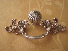 Dresser Knobs Pulls Drawer Pull Handles Antique Brass Provincial ...