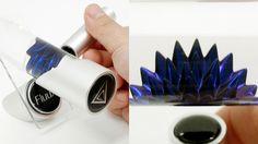 神秘的な青い液体が磁石に反応してトゲトゲになったり動き回ったりする「LiquiMetal」