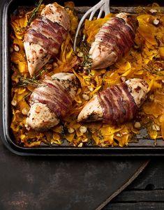 Arômes grillés, courge orange, lard brun, moutarde et poitrine de poulet... Les mots nous manquent, tant cette recette est un plaisir pour les yeux et le palais. Lard, Turkey, Orange, Recipes, Gourd, Mustard, Chicken Breasts, Stove Top Grill, Kochen