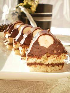 O prajitura cu care iti vei impresiona musafirii cu siguranta. Cookie Desserts, Fun Desserts, Delicious Desserts, Yummy Food, Romanian Desserts, Romanian Food, Sweets Recipes, Cake Recipes, Torte Cake