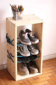 Design a Shelf For Your Storage Needs with Rope Supports