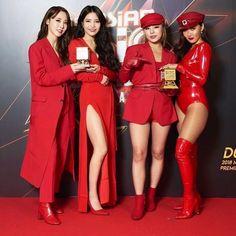 Check out Mamamoo @ Iomoio J Pop, Kpop Girl Groups, Korean Girl Groups, Kpop Girls, Btob, Kpop Outfits, Girl Outfits, Asian Woman, Asian Girl