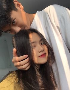 𝒫𝒾𝓃𝓉𝑒𝓇𝑒𝓈𝓉: 𝒽𝑜𝓃𝑒𝑒𝓎𝒿𝒾𝓃 how in the fuck are ppl actually this pretty like wtf why are you this blessed and I'm not? Cute Couple Poses, Cute Couple Pictures, Cute Couples Goals, Couple Posing, Couple Goals, Ulzzang Korean Girl, Cute Korean Girl, Ulzzang Couple, Korean Best Friends