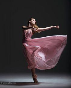 Dance via ballet Dance Photography Poses, Dance Poses, Movement Photography, Art Photography, Ballerina Photography, Whimsical Photography, Photography Composition, Yoga Dance, Photography Backgrounds