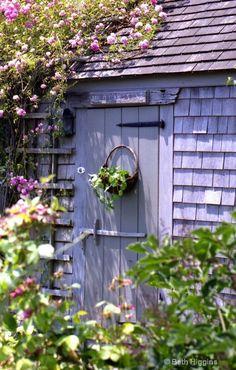 GrassAwayYourGarden: Garden shed