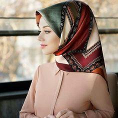Levidor ® %100 twill ipek✔kapıda nakit veya kredi kartıyla ödeme kargo bedava 89.99₺ 📌📌📌📌📌📌📌📌📌📌📌📌📌 Kapıda nakıt veya kredı kartı odemesı… Scarf Display, Hijab Pins, Hijab Bride, Hijab Tutorial, Hijab Chic, Beautiful Hijab, Pashmina Scarf, Muslim Women, Scarf Styles