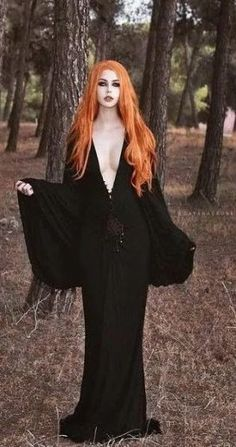 Top Gothic Fashion Tips To Keep You In Style. As trends change, and you age, be willing to alter your style so that you can always look your best. Consistently using good gothic fashion sense can help Dark Beauty, Goth Beauty, Fantasy Girl, Estilo Dark, Gothic Mode, Hot Goth Girls, Goth Look, Goth Women, Gothic Jewelry