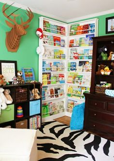 einrichtungsideen kinderzimmer farbideen grüne wandgestaltung teppich regal