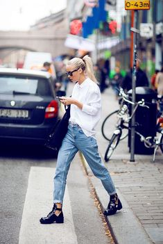 how to wear mom jeans | street style
