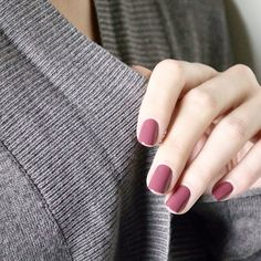 up with this cozy essie mani. - essie Warm up with this cozy essie mani.Warm up with this cozy essie mani. How To Do Nails, Fun Nails, Best Nail Polish Brands, Mauve Nails, Dusty Pink Nails, Dark Pink Nails, Gray Nails, Nagel Blog, Nails Polish