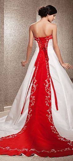 Gorgeous Wedding Dress http://roxyheartvintage.com