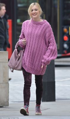 'Whole lotta pink': Fearne Cotton concealed her baby bump with a knitted jumper on Tuesday. Pink Jumper, Cotton Jumper, Fearne Cotton, Bump Style, Cotton Style, Maternity Fashion, Knitwear, Winter Fashion, Pregnancy Style
