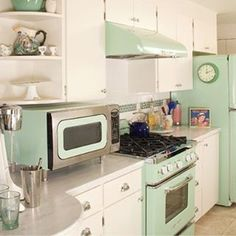 These Big Chill Jadeite Green Appliances transform this kitchen. Beautiful retro appliances with modern performance. Do you love the Big Chill look? Click to learn more #RetroCool
