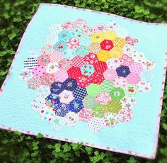 lovely little handmades: hexagon mini quilt!