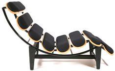 cadeira/espreguiçadeira feita com shapes de skate
