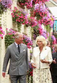 Camilla Parker Bowles Photos Photos - Prince Charles, Prince of Wales and Camilla, Duchess of Cornwall walk past an impressive flower display outside a pub as they visit Padstow on July 20, 2015 in Padstow, England. - The Duke and Duchess of Cornwall Visit Cornwall