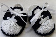 Crochet Child Booties Sample for Saddle footwear from Cheryl& Crochet Crochet Baby Booties Supply : Pattern for Saddle shoes from Cheryl& Crochet. by debozark Crochet Baby Clothes, Crochet Baby Shoes, Crochet Slippers, Baby Slippers, Mode Crochet, Crochet Bebe, Crochet For Kids, Crochet Crafts, Crochet Projects
