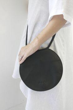 e53e2d74aad2 Bolso redondo de cuero negro, bolsa circular, bolsa redonda, embrague  nocturno redondo, bolso crossbody círculo, bolso redondo, bolso de hombro  único, ...