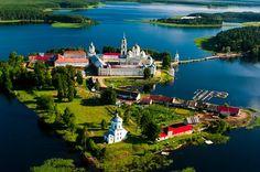 Остров Столбный и Нилова пустынь, озеро Селигер. Тверская область, Россия