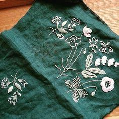 去年の暮れから少しづつ刺してたもの。糸がなくなったので買いに行ったらその色廃盤になってた~(゜゜;) あともう少しなんだけどな(´・ω・`)ショボ~ン  #流行りにのってみた #刺繍 #樋口愉美子 #一色刺繍からなんだけど二色なのだ #embroidery