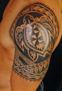 Polynesische Maori Tattoos -mann-oberarm-schildkroete