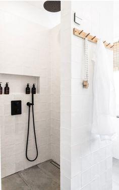 Binnenkijken bij Sonia! - Jellina Detmar Interieur & Styling blog Bathroom Hooks, Master Bathroom, Bath Ideas, Beach House, Space, Kitchen, Home Decor, Small Shower Room, Windows And Doors