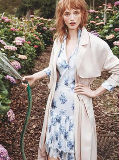 Fotos Tumblr Na Grama, Floral Fashion, Love Fashion, Spring Fashion, Fashion Outfits, Party Fashion, Editorial Photography, Fashion Photography, Marie Claire Australia