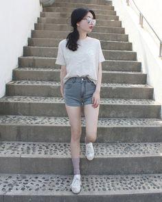 korean fashion - ulzzang - ulzzang fashion - cute girl - cute outfit - seoul style - asian fashion - korean style - asian style - kstyle k-style - k-fashion - k-fashion Korea Fashion, Asian Fashion, Girl Fashion, Fashion Outfits, Fashion Trends, Fashion Design, Fashion Styles, Daily Fashion, Style Fashion