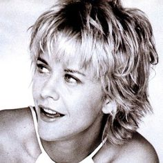 15 Important Life Lessons Meg Ryan Short Hairstyles Taught Us .Meg Ryan Discusses Her Famous Hair Instyle Com Cute .Loved her hair like this, from the movie, French Kiss~ soooo cute!Always loved Meg Ryan's hair and how it sort of looks like she cut it her Short Shaggy Haircuts, Short Choppy Hair, Short Shag Hairstyles, Short Hair With Layers, Short Hair Cuts, Quick Hairstyles, Everyday Hairstyles, Formal Hairstyles, Natural Hairstyles