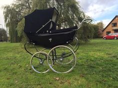 Raising A Child Your All-In-One Guide To Better Behaved Kids. Use this article to better your parenting skills, along with boosting your self-confidence. Pram Stroller, Baby Strollers, Vintage Pram, Prams And Pushchairs, Baby Prams, Baby Carriage, Vintage Coach, All In One, Infant
