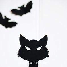 Un lindo gatito con una mirada malvada que será el protagonista de tu decoración este Halloween. Batman, Superhero, Halloween, Fictional Characters, Art, Wicked, Cute Kittens, Concept, Minimalist