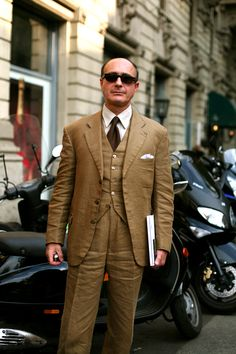 This linen suit was made for the father Carlo Montanaro of Corriere della Sera. Heestimates it is about 35 years old.Style and sentiment—a hard combination to beat.