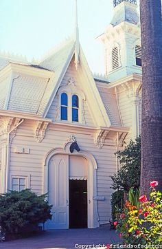 Victorian carraige house, Sacramento CA: Governor's Mansion--Carraige House. Photo 2000.