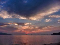 ( Morning Now at Hakata bay in Japan ) 5月13日 5:28 うす雲に日の出した博多湾です。