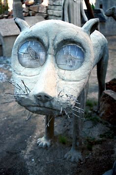 The headlight eyes are perfect & cement is a great medium. Sculpture by Elton Harding, I wonder if the eyes work? Concrete Sculpture, Concrete Art, Paper Mache Sculpture, Sculpture Art, Beton Diy, Junk Art, Paperclay, Owl House, Outsider Art