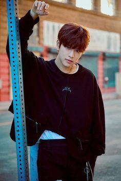 Stray Kids drops captivating B-cuts before comeback Lee Min Ho, K Pop, Stray Kids Seungmin, Kids Around The World, Kpop Guys, Lee Know, Korean Boy Bands, K Idols, Mixtape