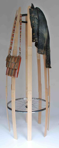 bed slate and bicycle tire coat stand – Coat Hanger Design Entry Way Design, Bicycle Tires, Home Board, Hat Stands, Coat Hanger, Wood Design, Simple Designs, Slate, Creative