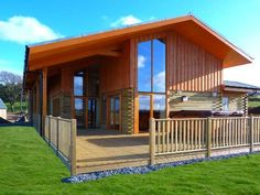 Aurae Lodge in the Northern Highlands of Scotland. Hot Tub, sleeps 8. Great location