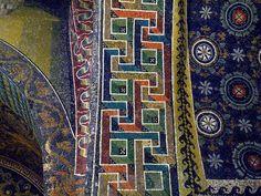 Mausoleo di Galla Placidia, la volta con il cielo stellato e il motivo a meandri (ca 420 d.C.)